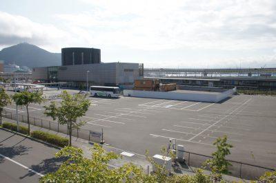 手前の駐車場が市有地 2015/8撮影